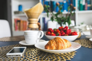 kaboompics.com_Croissants-and-strawberry-for-breakfast4